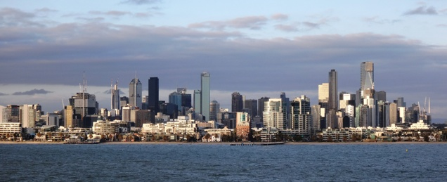 Melbourne látképe a vízről