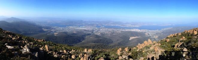 Hobart látképe a Mt Wellington csúcsáról