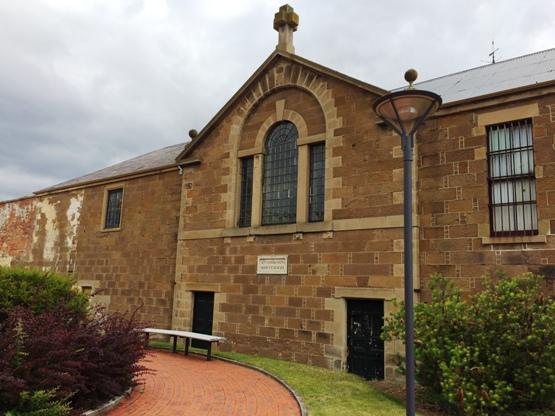 A kápolna hátsó része, ahol csak a rabok közlekedhettek ki-be
