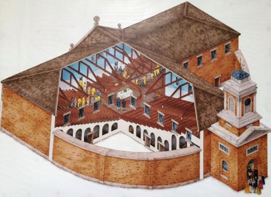 A kápolna belülről. A városi polgárok az óratoronynál mehettek be, míg a rabok azzal átellenes oldalon. A padok alatt a boltíves lyukak a cellák.