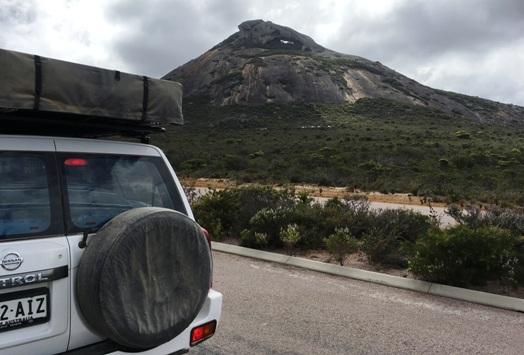 """Frenchman Peak. Ugye mindenki látja a """"hegy szemét""""? A csúcs alatt kicsit jobbra az a fehér lik."""