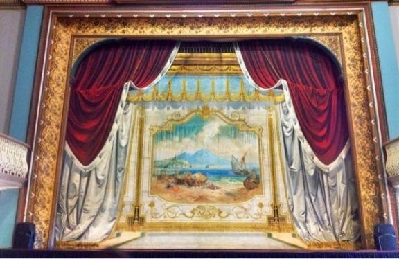 Ez az a függöny, ami festmény.