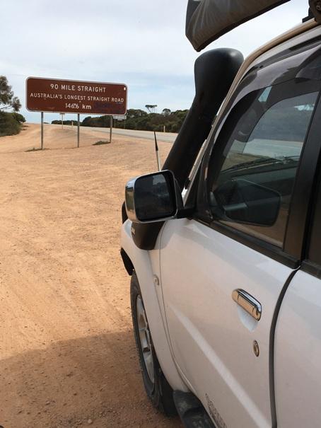 Ausztrália leghosszab egyenes útja: 146,6 km