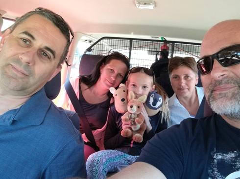 A csapat. Első osztály: Papi és Gábor. Turista osztály: hugom Gabi, Gréti és én